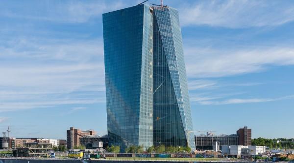 ECB-chefen oroad för de svenska hushållens skulder